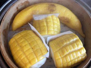 玉米馒头,开大火上汽后蒸10分钟关火焖3分钟