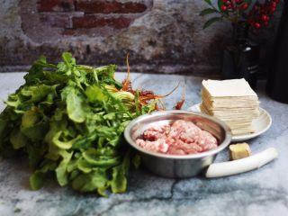 猪肉荠菜云吞,准备好食材。