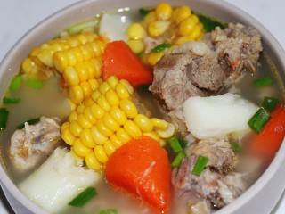 玉米山药胡萝卜排骨汤,好看又好喝