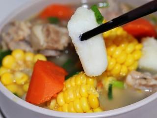 玉米山药胡萝卜排骨汤,来块山药