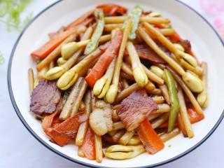 花生芽炒腊肉 把春天吃到嘴里,成品。