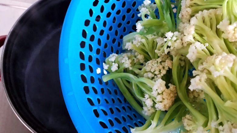 小米椒鲜香菇炒菜花,下菜花