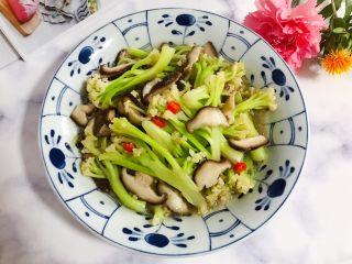 小米椒鲜香菇炒菜花,非常美味