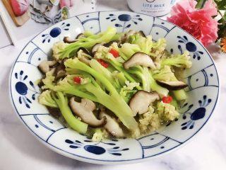 小米椒鲜香菇炒菜花,成品图