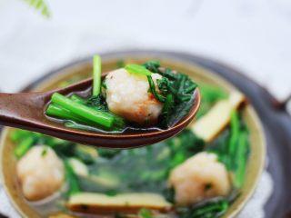 虾滑豆干茼蒿羹,喝上一碗营养丰富又饱口福哟。