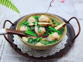 虾滑豆干茼蒿羹,啦啦啦,鲜掉眉毛的虾滑豆干茼蒿羹出锅咯。