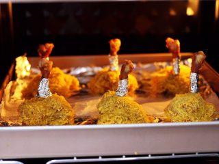 香辣烤鸡锤,把做好的鸡锤放入东菱烤箱里。
