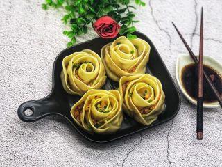 玫瑰花🌹饺子,撒上葱花。