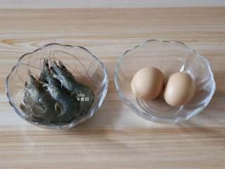 虾仁鸡蛋羹,准备好食材;