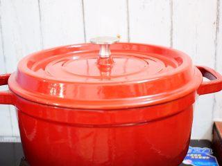 鸡块炖腐竹,大火烧开转中小火炖煮20分钟