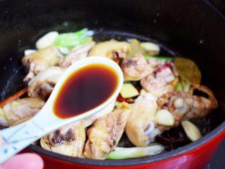 鸡块炖腐竹,加入生抽