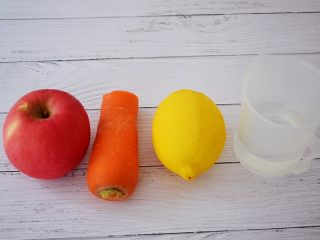 苹果胡萝卜汁,准备好材料