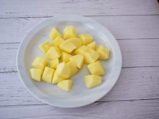 苹果胡萝卜汁,苹果去皮去核洗净切成小块