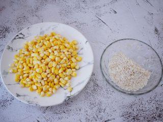 香浓奶香玉米汁,玉米洗净掰成玉米粒备用,把泡好的糯米洗净备用