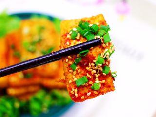 香辣煎豆腐,好吃到哭,香味馋哭邻居家小孩。
