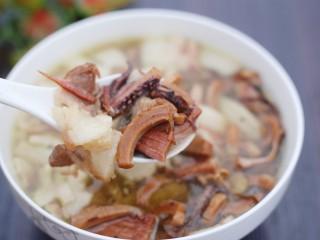 超鲜美的鱿鱼炖五花肉汤,开吃!