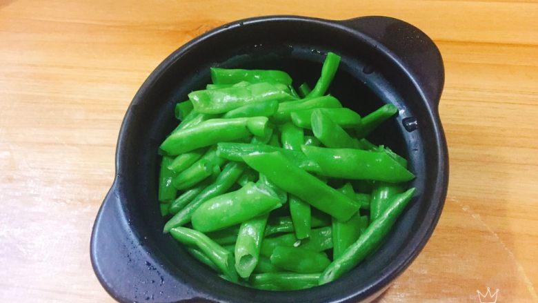 四季豆烧腐竹+春天的味道,切段即可