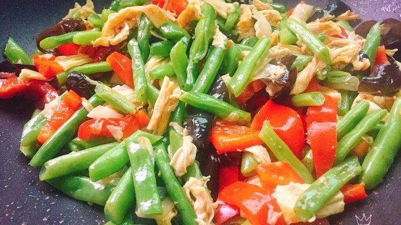 四季豆烧腐竹+春天的味道,起锅前滴一点点<a style='color:red;display:inline-block;' href='/shicai/ 3738'>芝麻油</a>,多彩的春天菜品就做好了