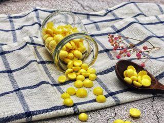 蛋黄溶豆,我家宝贝已经大了,但是还是很喜欢吃这个的。