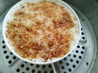 甑糕,撒上红糖放入半碗水上蒸锅蒸一小时