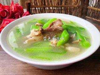 筒骨芥菜汤,美味的筒骨芥菜梗汤炖好了,特别好喝,喜欢的宝宝赶快做起来。