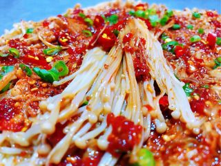 香煎金针菇,金针菇的营养价值很丰富吃起来口感也是棒棒哒