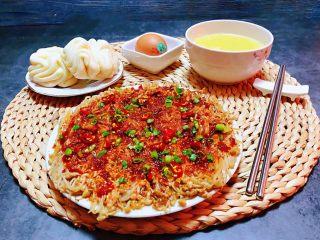 香煎金针菇,搭配一碗玉米粥和小花卷再来一个鸡蛋就是营养标配