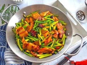 春季必吃好菜——五花肉炒蒜薹
