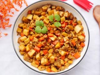 米饭杀手肉末炒杏鲍菇,很入味,下饭挺赞的,并且没太多的油,口感还算清淡。