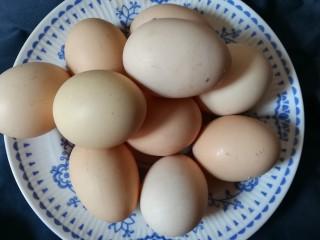猪脚姜醋,准备土鸡蛋洗干净备用