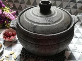 猪脚姜醋,准备一个土砂锅熬,是甜醋一定要用砂锅