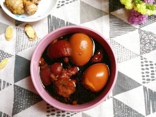 猪脚姜醋,一块猪脚一块姜,再加一个鸡蛋,吃着非常的暖心