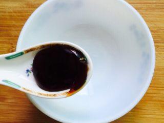 蚝油生菜,取一个碗两勺蚝油