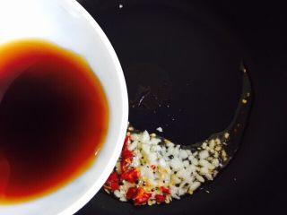 蚝油生菜,倒入碗汁烧开