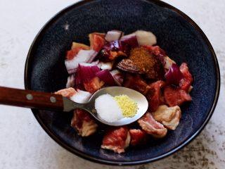 时蔬美味牛肉串,最后加入适量的盐和<a style='color:red;display:inline-block;' href='/shicai/ 756/'>鸡精</a>调味。