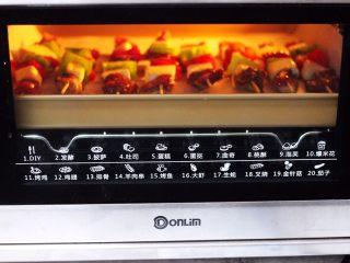 时蔬美味牛肉串,烤箱上管190度,下管185度烤23分钟。