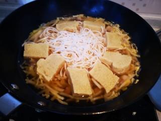 白菜炖粉条冻豆腐,放冻豆腐