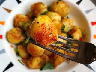 香煎小土豆,简单吧?学起来