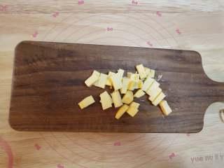 树莓核桃挞,黄油不用软化,直接切成小块