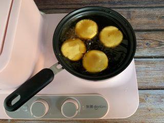 红糖南瓜饼,放入南瓜饼煮七八分钟