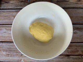 红糖南瓜饼,揉成光滑有韧性的面团
