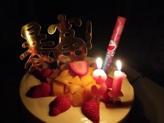 免烤箱零失败 芒果慕斯蛋糕,买些小插件和蜡烛装饰