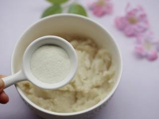 酸酸甜甜的奶香草莓🍓山药球,加入澳优爱优奶粉。