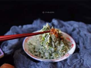蒸芹菜叶,吃时把菜沾料汁就可以了
