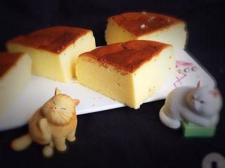 酸奶乳酪蛋糕,漂亮的蛋糕就完成了。