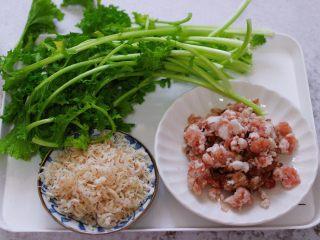 小苔菜虾皮花样包子,首先备齐所有的食材。