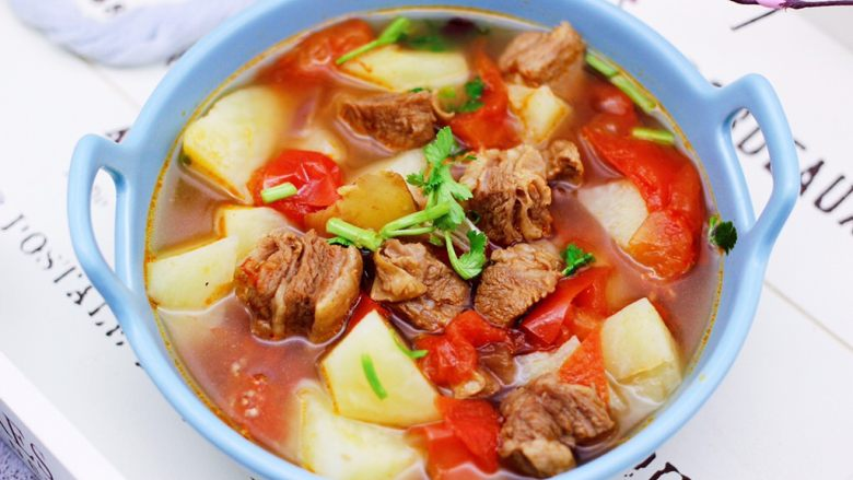 番茄牛肉炖土豆,啦啦啦,好吃到流哈喇子的番茄牛肉炖土豆出锅咯。