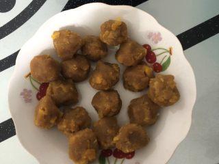 肉松蛋黄青团,馅料团成15g一个的小球备用!
