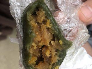 肉松蛋黄青团,自己做的青团馅特别足,味道特别好。