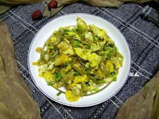 蒜苔榨菜炒鸡蛋